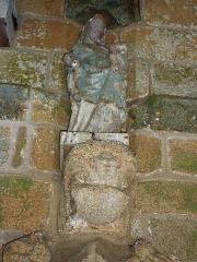 Eglise Saint-Loup -  Lanloup: église Saint-Loup, piétà du porche sud