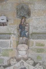 Eglise Saint-Loup - Deutsch:   Katholische Kirche Saint-Loup in Lanloup im Département Côtes-d'Armor (Region Bretagne/Frankreich), Madonna mit KInd über dem inneren Portal der südlichen Vorhalle