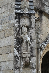 Eglise Saint-Loup - Deutsch:   Katholische Kirche Saint-Loup in Lanloup im Département Côtes-d'Armor (Region Bretagne/Frankreich), Skulptur an der südlichen Vorhalle