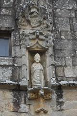 Eglise Saint-Loup - Deutsch:   Katholische Kirche Saint-Loup in Lanloup im Département Côtes-d'Armor (Region Bretagne/Frankreich), Skulptur des heiligen Lupus von Troyes an der südlichen Vorhalle