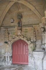 Eglise Saint-Loup - Deutsch:   Katholische Kirche Saint-Loup in Lanloup im Département Côtes-d'Armor (Region Bretagne/Frankreich), inneres Portal in der südlichen Vorhalle