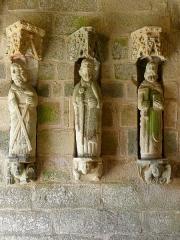 Eglise Saint-Loup - Français:   Église Saint-Loup de Lanloup (22). Porche sud. 3 apôtres de la costale ouest. Saint-André, Saint-Paul?, Saint-Thomas.