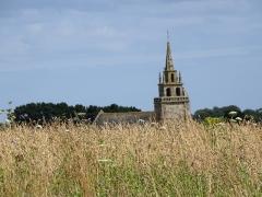 Eglise Saint-Yves - Brezhoneg: Ar Vinic'hi. Iliz e-kreiz ar parkoù