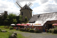 Moulin du Tertre - English: Windmill in Bretagne, France on Mount Dol, with Creperie