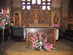 Eglise Saint-Jacques - Français:   Perros-Guirec (Côtes-d\'Armor, Bretagne, France), église St Jacques, autel avec son tabernacle et retable abritant 18 statuettes.