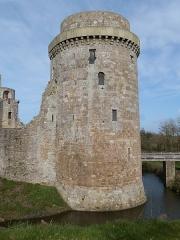 Château de la Hunaudaye - Français:   Tour sud-ouest ou tour militaire du château de la Hunaudaye (Plédéliac, Côtes-d\'Armor)