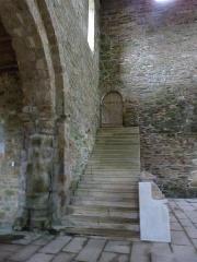 Abbaye de Boquen - Français:   Escalier du dortoir dans l\'église abbatiale de l\'abbaye de Boquen (Plénée-Jugon, Côtes-d\'Armor)