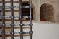 Château de la Roche-Jagu et ses dépendances - Passe plat derrière la grille d'entrée