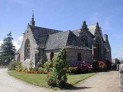 Eglise Saint-Dogmaël, calvaire et clôture du cimetière - Brezhoneg: Ploulec'h. Iliz 1