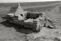 Chapelle de Saint-They - English: . . Bretagne. France. A little field chapel. . Europe|France; My photography; My photography|Architecture|Curiousity detail. ref: PM_NE_0235_15; 1971. Original negative B&W 24x36mm. 1969.. photo: Paul M.R. Maeyaert. pmrmaeyaert@gmail.com. www.pmrmaeyaert.eu; www.polmayer.com. © Paul M.R. Maeyaert; pmrmaeyaert@gmail.com. Ref PManeg_0235-15.
