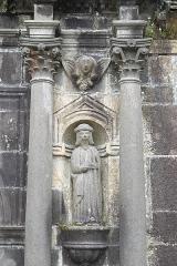 Chapelle Sainte-Anne - Deutsch: Katholische Kapelle Sainte-Anne in Daoulas im Département Finistère (Region Bretagne/Frankreich), Skulptur an der Fassade