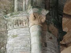 Chapelle Notre-Dame de Kernitron - Chapiteau roman de l'angle S-O de la croisée du transept de la chapelle ND de Kernitron en Lanmeur (29).