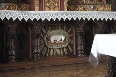 Eglise Saint-Edern - Deutsch: Katholische Kirche Saint-Edern in Lannédern im Département Finistère (Region Bretagne/Frankreich), Lamm Gottes am Hauptaltar