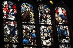 Eglise Saint-Edern - Deutsch: Katholische Kirche Saint-Edern in Lannédern im Département Finistère (Region Bretagne/Frankreich), Bleiglasfenster (baie 0) aus dem 16. Jahrhundert; Darstellung: Szenen der Passion, heiliger Edern auf einem Hirsch reitend