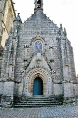 Place de l'Eglise - Français:   Façade de l\'église Saint Ronan. Locronan. Finistère