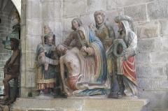 Place de l'Eglise - Deutsch:   Katholische Kirche Saint-Ronan in Locronan im Département Finistère (Region Bretagne/Frankreich), Grablegungsgruppe