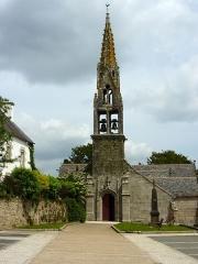 Eglise Sainte-Geneviève -  Loqueffret: l'église Sainte-Geneviève vue de la place de la mairie
