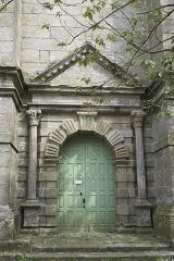 Eglise Saint-Pierre et chapelle funéraire - Deutsch: Katholische Pfarrkirche Saint-Pierre in Pleyber-Christ im Département Finistère (Region Bretagne/Frankreich), Westportal
