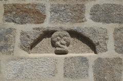 Eglise Saint-Demet - Deutsch: Kirche Saint-Demet in Plozévet im Département Finistère (Region Bretagne/Frankreich), Relief
