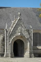 Eglise Saint-Demet - Deutsch: Kirche Saint-Demet in Plozévet im Département Finistère (Region Bretagne/Frankreich), Vorhalle