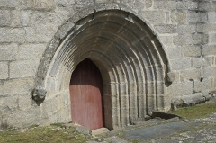 Eglise Saint-Demet - Deutsch: Kirche Saint-Demet in Plozévet im Département Finistère (Region Bretagne/Frankreich), Archivoltenportal