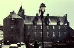 Hôtel de ville, dit aussi le Vieux Château, ou château des Barons du Pont -  Finistere Pont-L Abbe Chateau Musee Bigouden