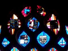 Chapelle Notre-Dame de Kergoat - Français:   Tympan de la baie 03 de la chapelle Notre-Dame de Kergoat en Quéménéven (29). Armoiries en réemploi. XVIème siècle.