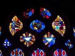 Chapelle Notre-Dame de Kergoat - Français:   Tympan de la baie 04 de la chapelle Notre-Dame de Kergoat en Quéménéven (29). Armoiries en réemploi. XVIème siècle.
