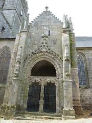 Eglise Notre-Dame-de-l'Assomption ou de Saint-Michel -  Porche nord du XVe siècle, gothique flamboyant, de l'église Notre-Dame de l'Assomption, à Quimperlé, dans le Finistère (Bretagne, France).