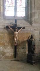 Eglise Notre-Dame-de-l'Assomption ou de Saint-Michel -  Crucifix ornant la chapelle nord du chœur de l\'église Notre-Dame de Quimperlé (29).