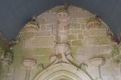 Eglise Saint-Nicaise et cimetière - Deutsch: Katholische Kirche Saint-Nicaise in Saint-Nic im Département Finistère (Region Bretagne/Frankreich), südliche Vorhalle