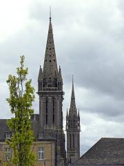 Eglise Notre-Dame du Creisker ou Kreisker - Les flèches de la cathédrale Saint-Paul-Aurélien et de la chapelle Notre-Dame-du-Kreisker en Saint-Pol-de-Léon (29).