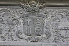 Basilique Saint-Sauveur - Français:   Blason sur la Basilique Saint-Sauveur de Rennes.