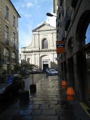 Basilique Saint-Sauveur -  l'eglise saint sauveur vue de la rue duguesclin