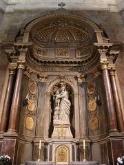 Basilique Saint-Sauveur - Français:   Basilique Saint-Sauveur, Rennes (Ille-et-Vilaine, Bretagne, France). Chapelle de la Vierge dans le bras sud du transept, avec son retable concave en tuffeau et ses quatre colonnes en marbre rose.