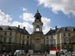 Hôtel de ville -  Eine wirklich wunderschöne Stadt mit vielen alten Gebäuden
