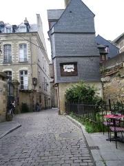 Maison du 16e siècle, dite Maison du Guesclin -  rue st guillaume a rennes