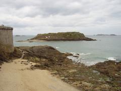 Tombeau de Chateaubriand et ensemble de l'îlot du Grand Bé -  Saint Malo, France