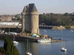 Tour Solidor et ouvrages avancés - Français:   la tour Solidor dans laquelle se trouve le musée des Cap-Horniers