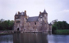 Domaine du Château de Trécesson - English: Source: My own personal picture while on visit to Brittany