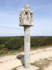 Croix -  Christian column at the top_of_Tumulus_Saint-Michel