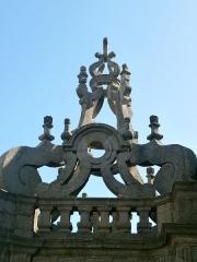 Eglise Saint-Cornély - English: église de Carnac, détail sur les hauteurs