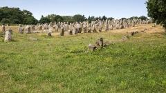 Quatre-vingt-deux menhirs alignés - Deutsch: Alignement de Kermanio: archäologischer Fundplatz bei Carnac, Bretagne