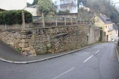 Remparts - Français:   vestige de muraille à Hennebont, France, dans l\'actuelle rue Vieille-ville