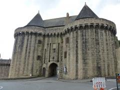 Remparts -  hennebont, l'entrée de la ville close