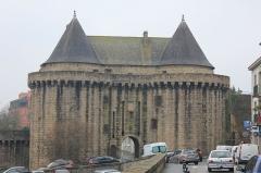 Remparts - Français:   Porte de Broërech dans les remparts d\'Hennebont, France