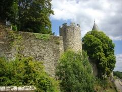 Château - Français:   Château de Josselin (Morbihan, France), remparts vus depuis la rue de la Poterne