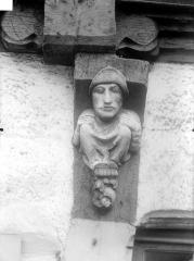 Maison du 15e siècle, appelée Maison de la Truie qui file, ou Maison des Singes -