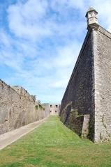 Citadelle du Palais, à Belle-Ile-en-Mer - Vue à l'intérieur des remparts de la citadelle Vauban à Le Palais
