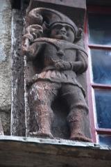 Maison dite des Marmousets - Français:   Maison des Marmousets (Ploërmel) - MH - Cariatides au rez-de-chaussée et des personnages de style gothique sur la façade renaissance.